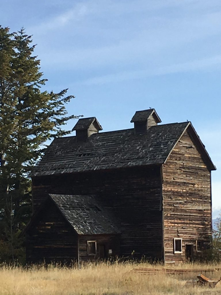 Rustic Barn in Somers Montana @montanahappy.com