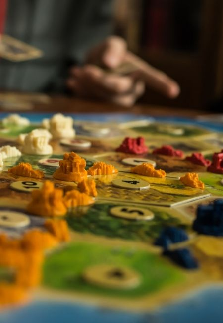 How to Achieve a Goal Successfully with a Family Game Night