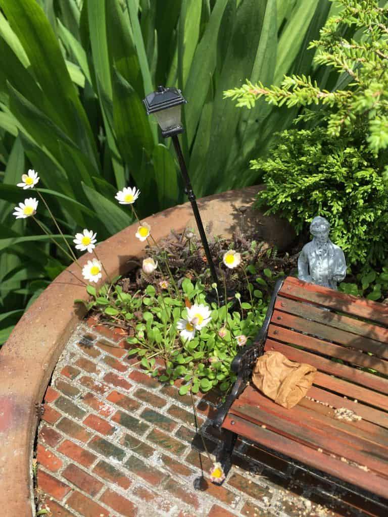 The Cutest Rustic Garden Art Ever