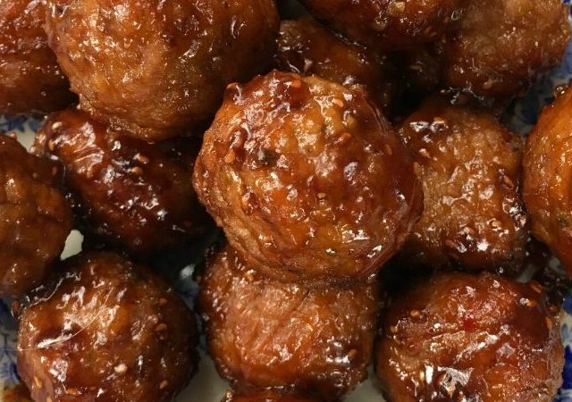 Slow Cooker Raspberry Balsamic Meatballs