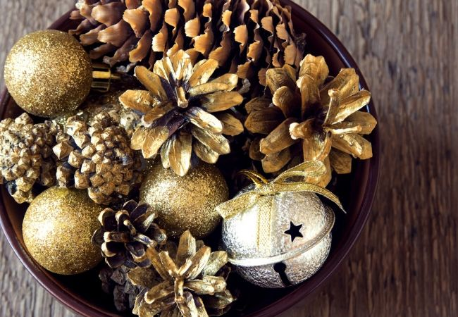 Inexpensive Christmas Decor Ideas Pinecones