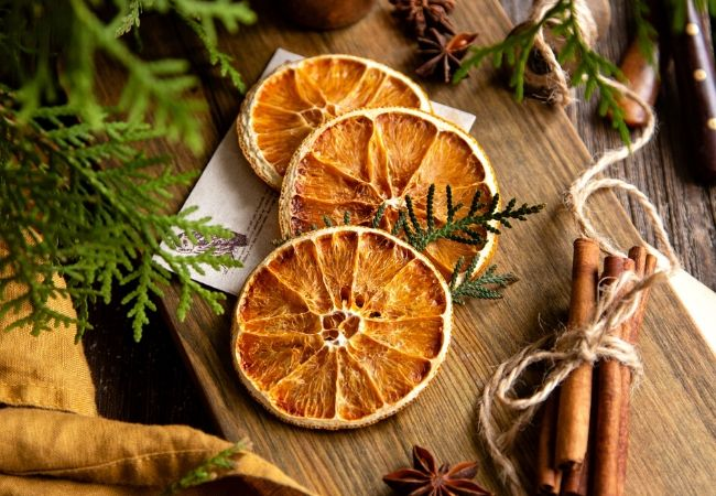 Old-Fashioned Christmas Decorations Orange Slices