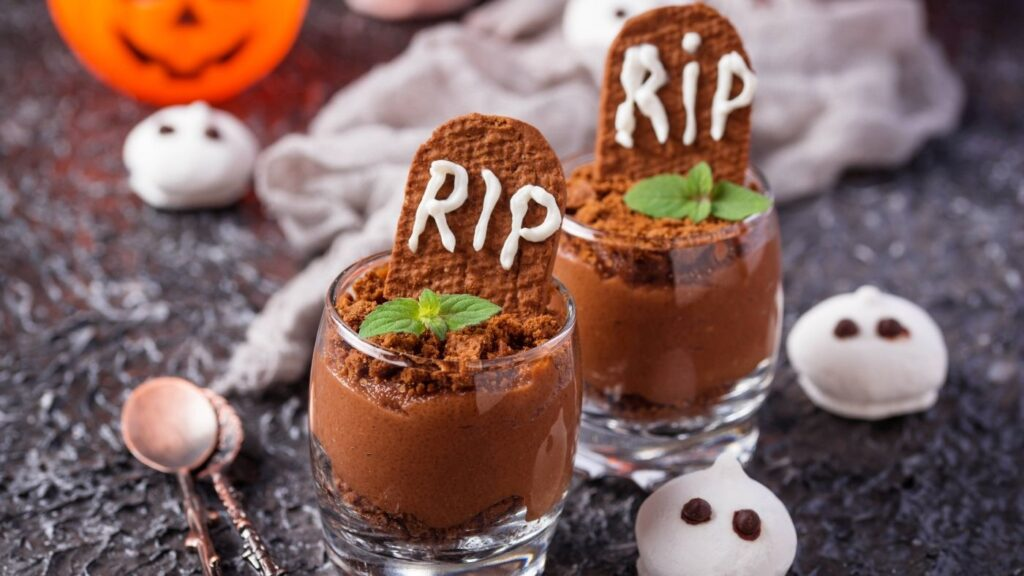 Halloween pudding cups that look like graveyards